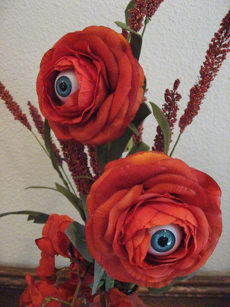 Halloween yard decorations - spy flowers