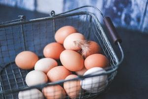 healthy breakfast grocery list - eggs