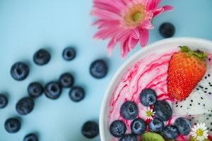 healthy breakfast grocery list - yogurt