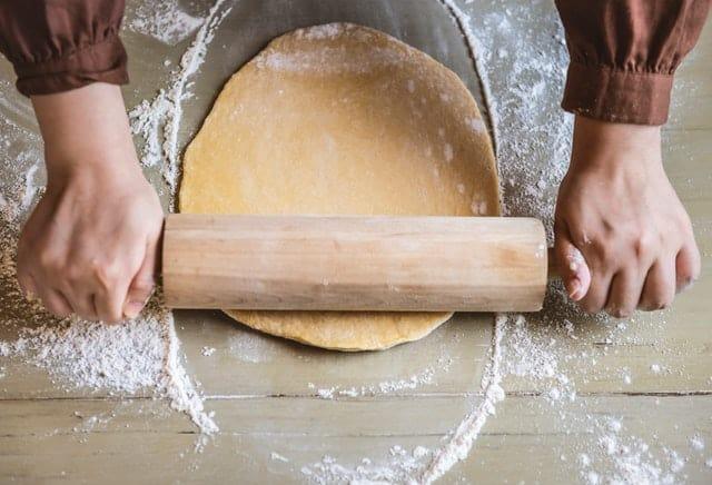 jak przechowywać ciasto na pizzę