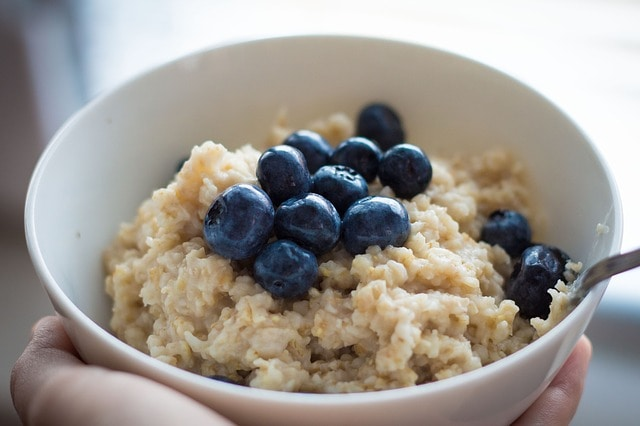 healthy essential grocery list - oatmeal