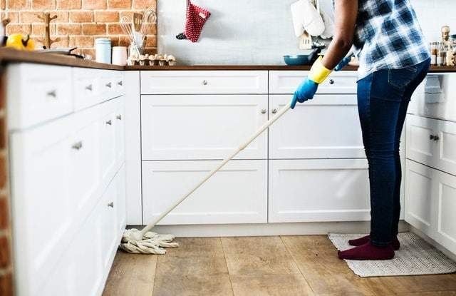 Kitchen-motivation-tips-lady cleaning the kitchen